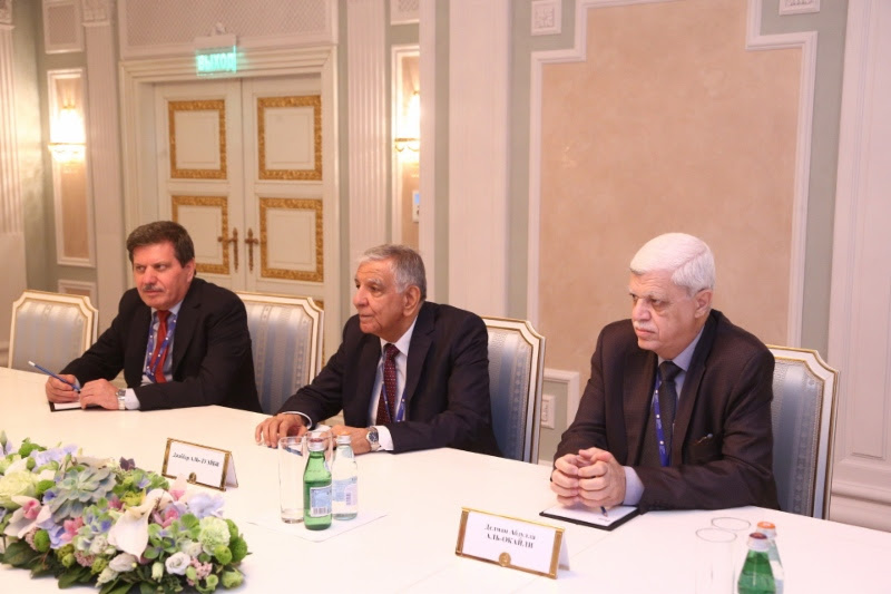 Jabbar al-Luaibi (center), Minister ofOil ofRepublic ofIraq, atworking meeting with Alexey Miller
